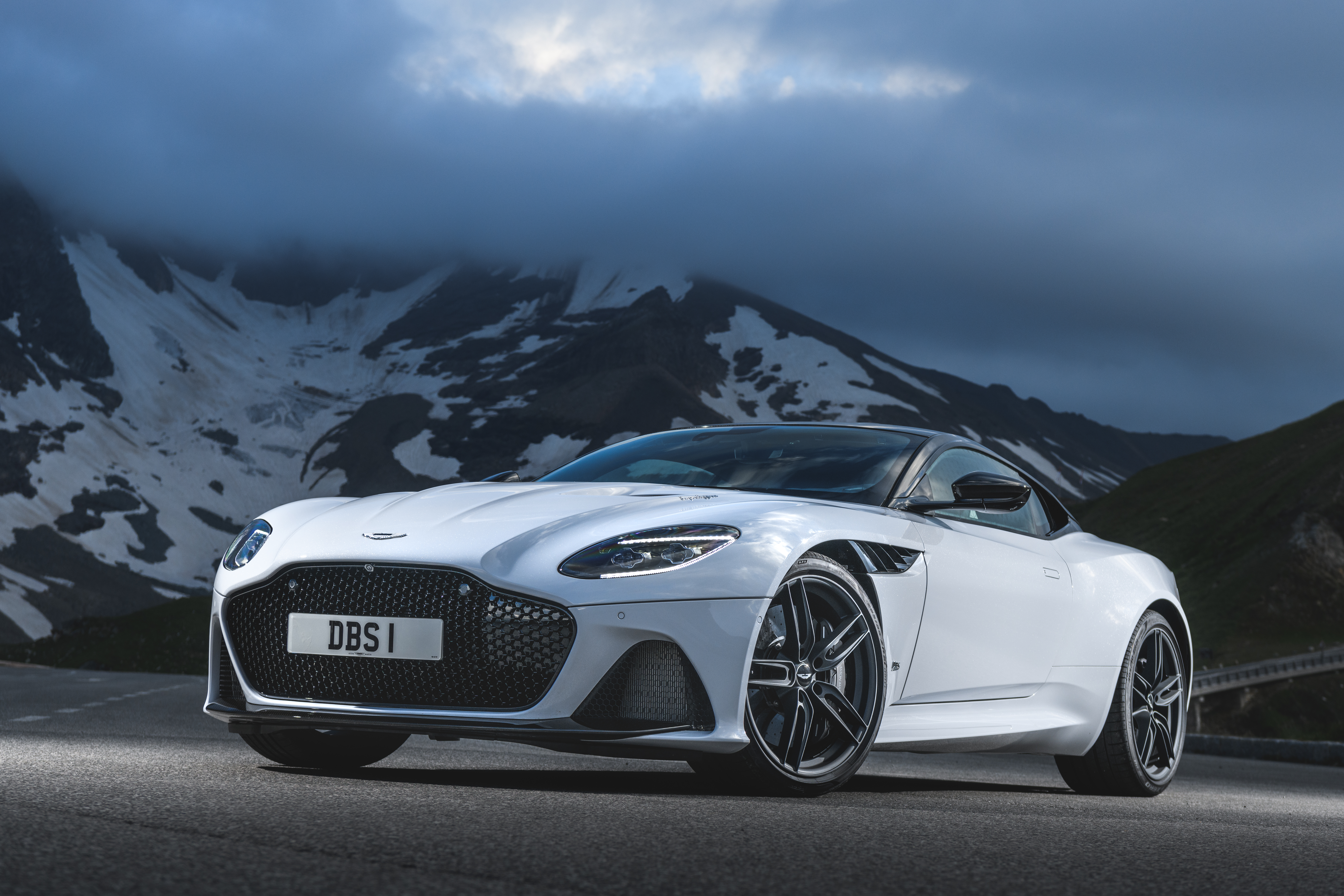 The New Dbs Superleggera Two Illustrious Name For One Magnificent Super Gt Theauto Eu